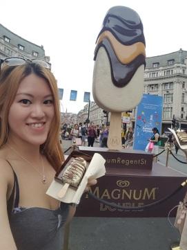 me&magnum statue