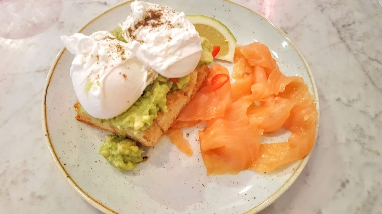 poached-egg-avocado-smoked-salmon