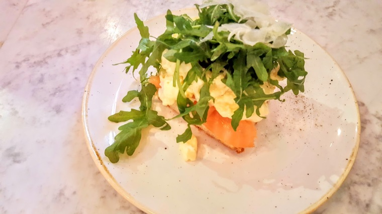 seacrest-scambled-egg-salmon-toast